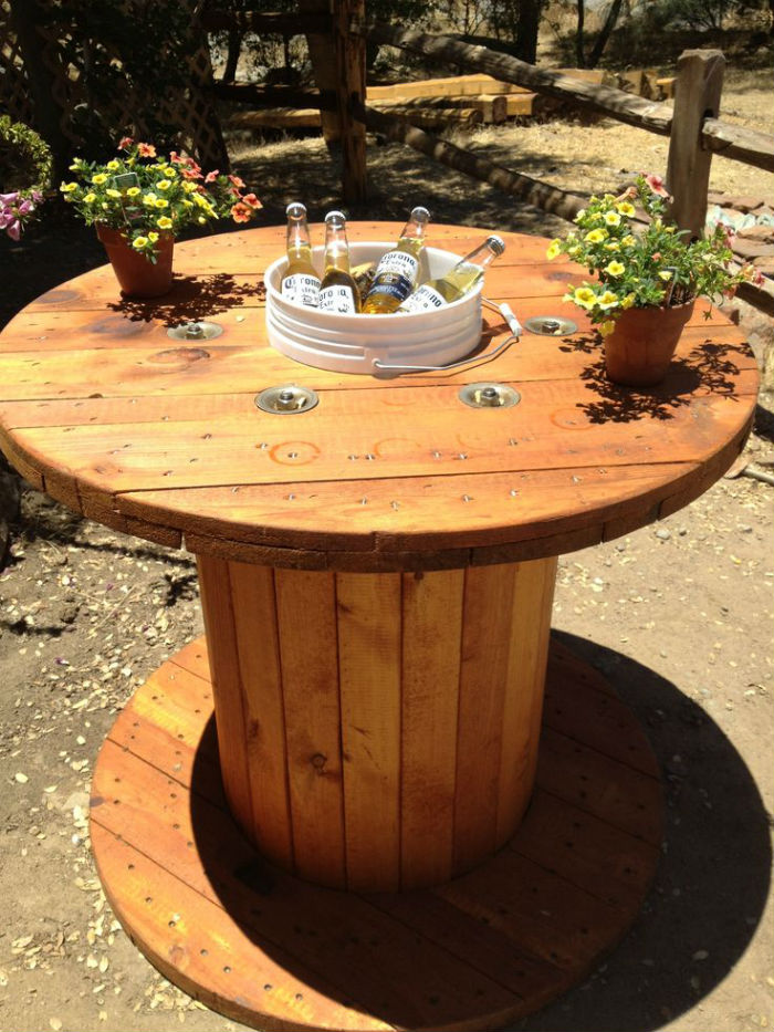 How to make a diy patio table with built in beer wine cooler pictures - Mesas De Carret 233 Is De Madeira Joia De Casa