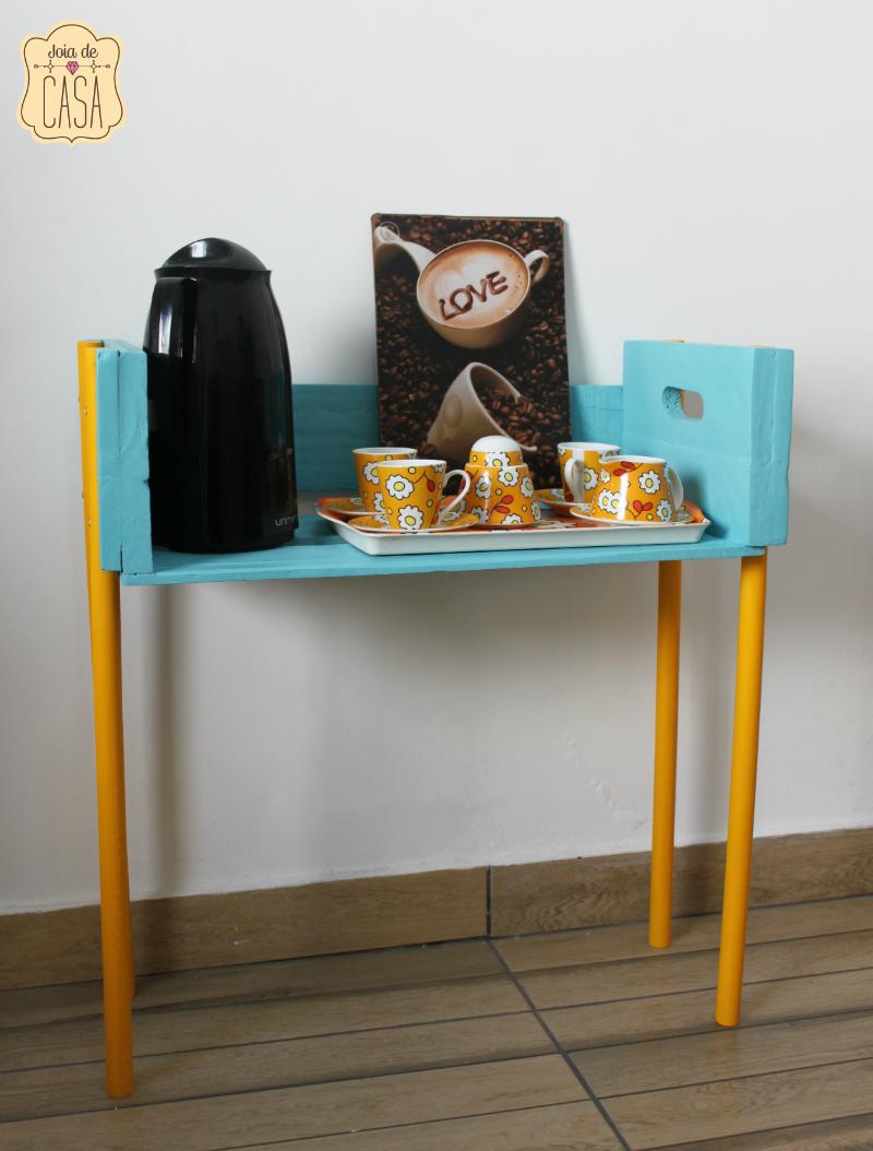 Mesinha com caixote e cabos de vassouras joia de casa for Modelos de mesas para cafeteria