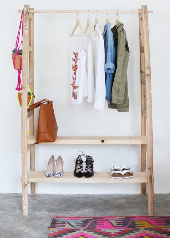 ideias para fazer sua pr pria arara de roupas joia de casa. Black Bedroom Furniture Sets. Home Design Ideas
